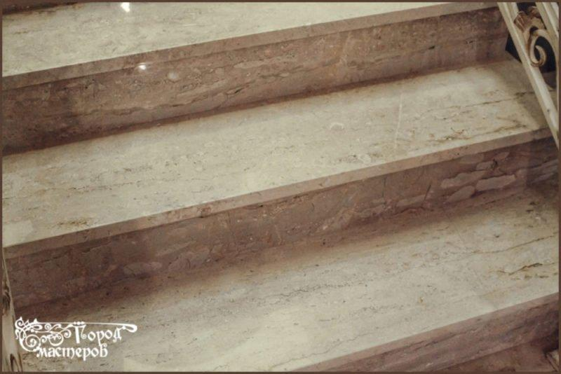 Лестница / ступени из бежевого мрамора (Daina Reale, Италия)